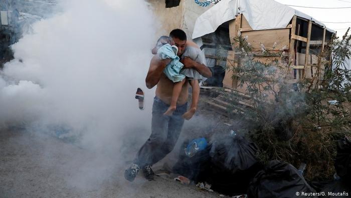 در نتیجه آتش سوزی در جزیره لیسبوس یونان یک خانم با طفلش جان باختند.