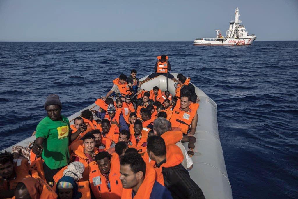 ansa / مهاجرون أثناء عملية إنقاذ في البحر المتوسط بالقرب من الساحل الليبي. المصدر: صورة أرشيفية/ أوبن أرمز.