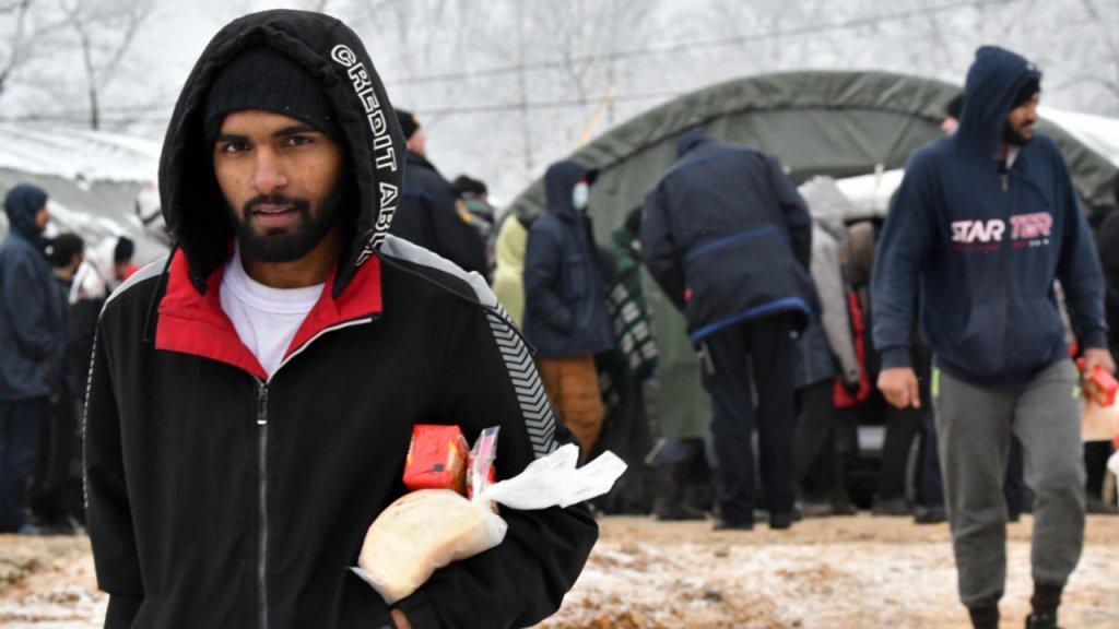 Des migrants sous la neige en Bosnie. Crédit : AFP