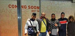 المهاجرون الخمسة بعد وصولهم إلى نابولي / ANSA