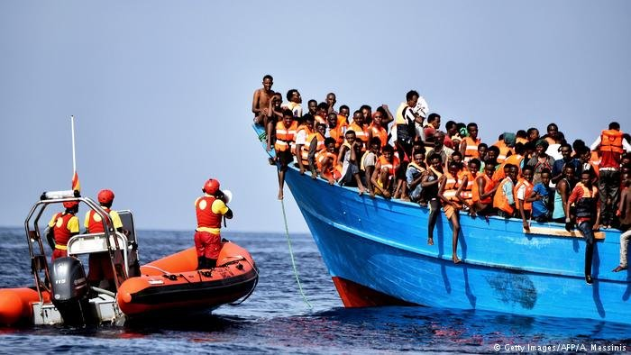 قایق مهاجران در مدیترانه