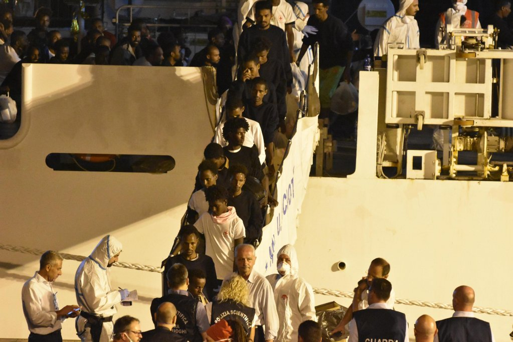 Migrants are rescued at sea as they are disembarked at the Catania port | Photo: ANSA/Orietta Scardino