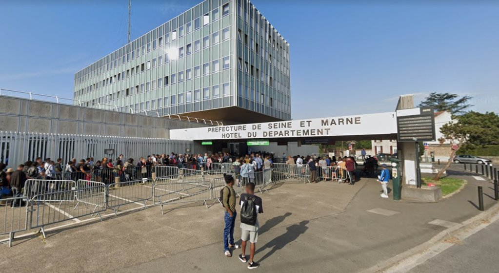 Image d'archive de l'entrée de la préfecture de Seine-et-Marne à Melun. Crédit : Google Street View (août 2019)
