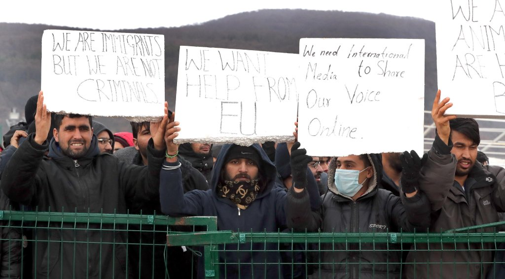 Migrants protesting against poor living conditions at Camp Lipa in Bihac, in Bosnia and Herzegovina | Photo: EPA/FEHIM DEMIR