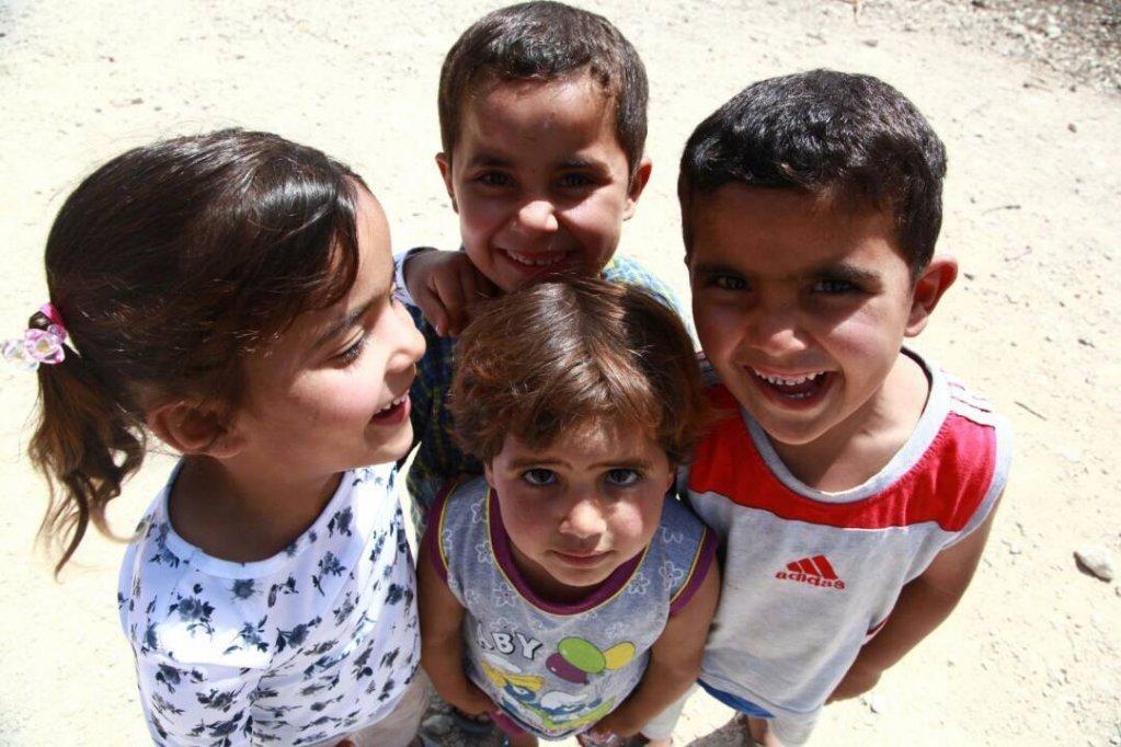 کودکان سوری در یک کمپ مهاجران در لبنان. عکس از بی بی شریف