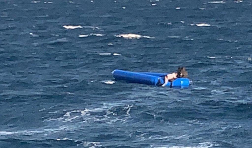 Un naufrage au large de Chios a fait plusieurs morts, mardi 26 octobre 2021. Crédit : Compte twitter de @nmitarakis