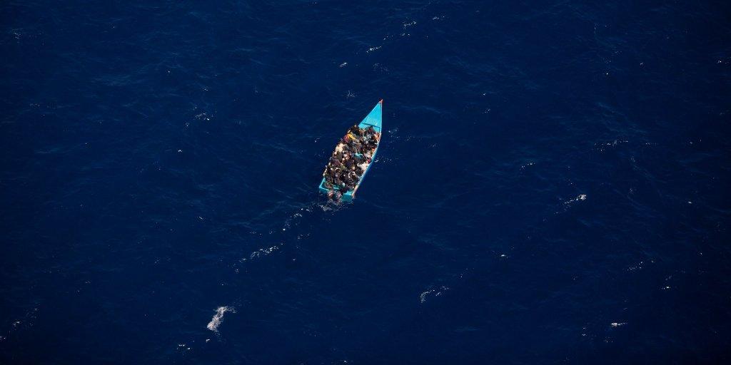 """Un canot composé d'environ 110 migrants a """"atteint l'Italie par ses propres moyens"""" selon les Forces armées maltaises, accusées de les avoir laissés dériver. Crédit : Sea-Watch"""
