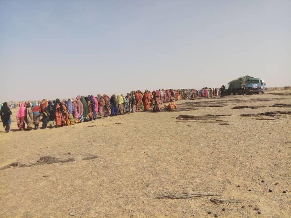 A queue forms in front of an MSF truck providing aid to people gathered in Kongokiré, Tillabéry region, Niger, after fleeing insecurity in the region in February 2019. Credit: Innocent Kunywana/MSF
