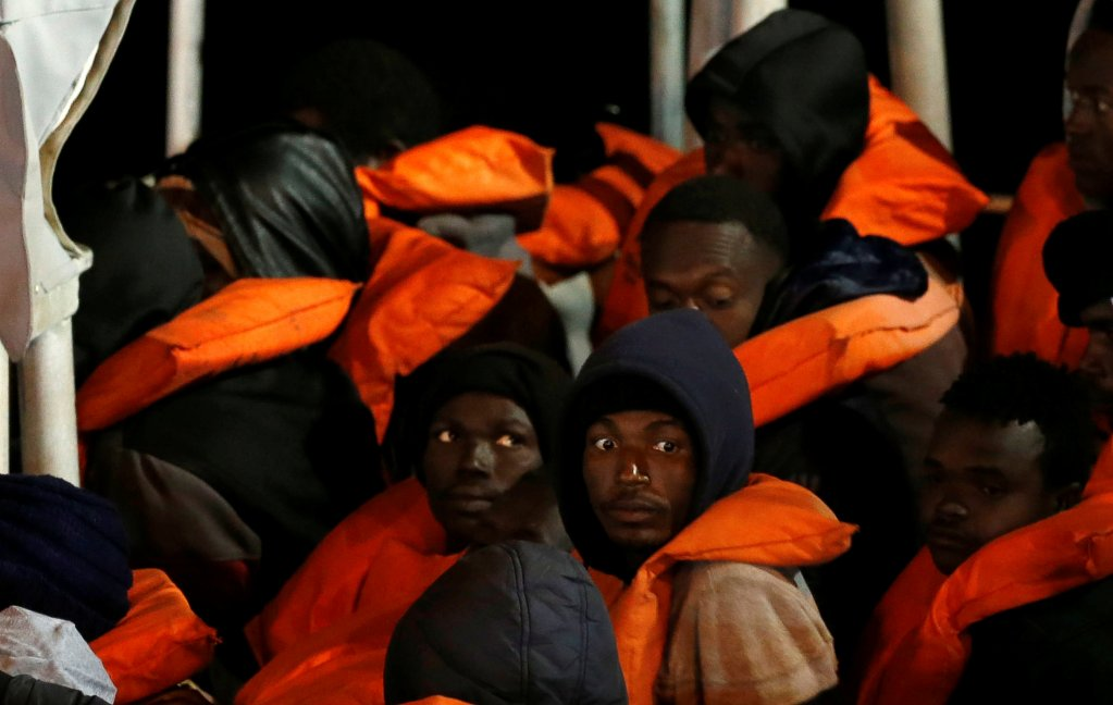 عکس آرشیف: گروهی از مهاجران که توسط نیروهای مالتایی نجات داده شدهاند. عکس از رویترز