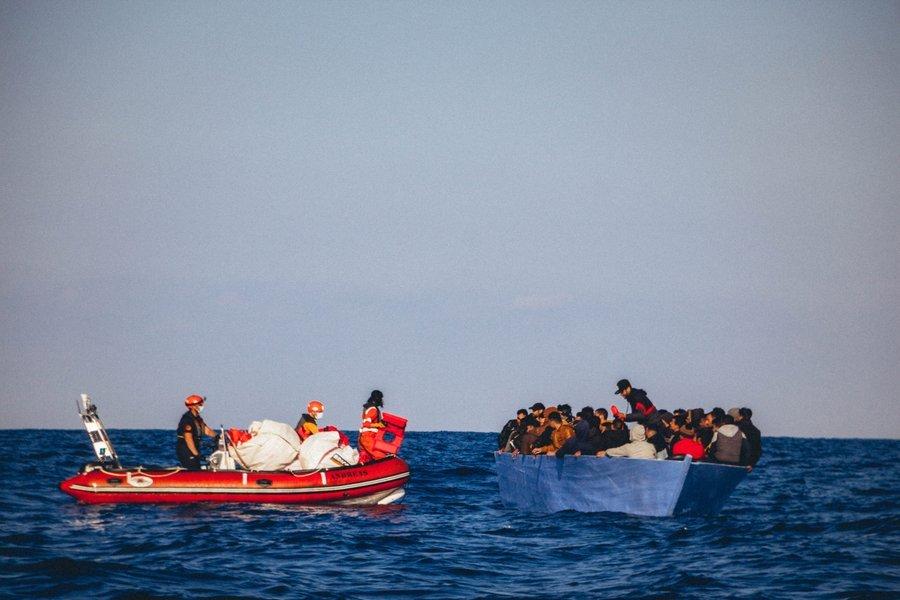 L'Alan Kurdi a porté secours à 150 migrants lors de deux opérations de sauvetage au large de la Libye, lundi 6 avril. Crédit : Sea-Eye
