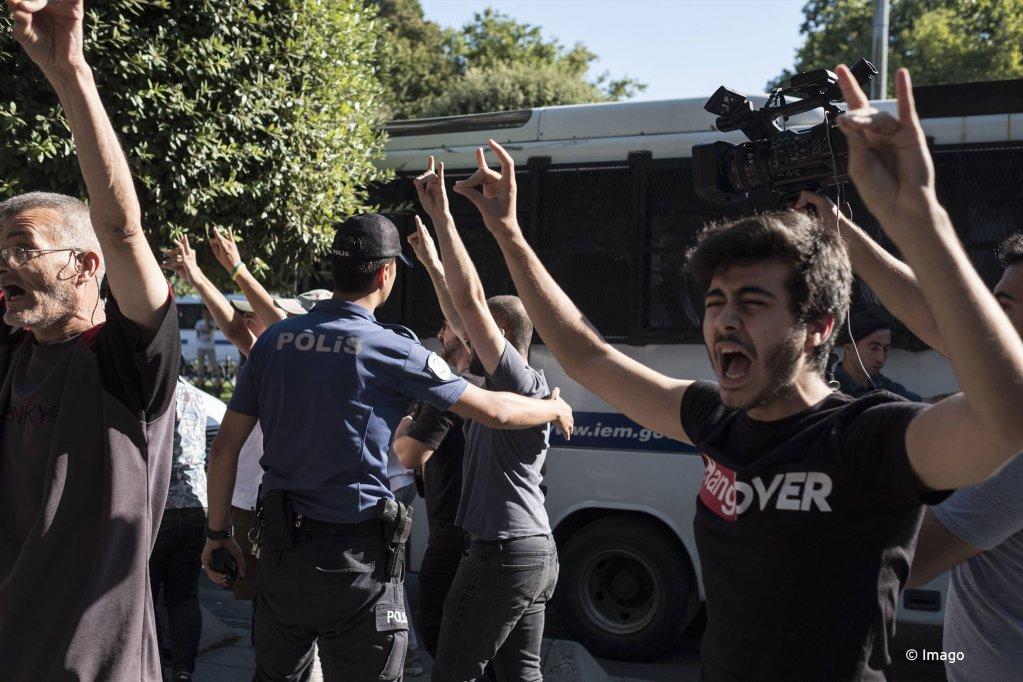 Des manifestants protestent contre la politique menée par Istanbul à l'égard des migrants syriens, le 27 juillet 2019. Crédit : Imago