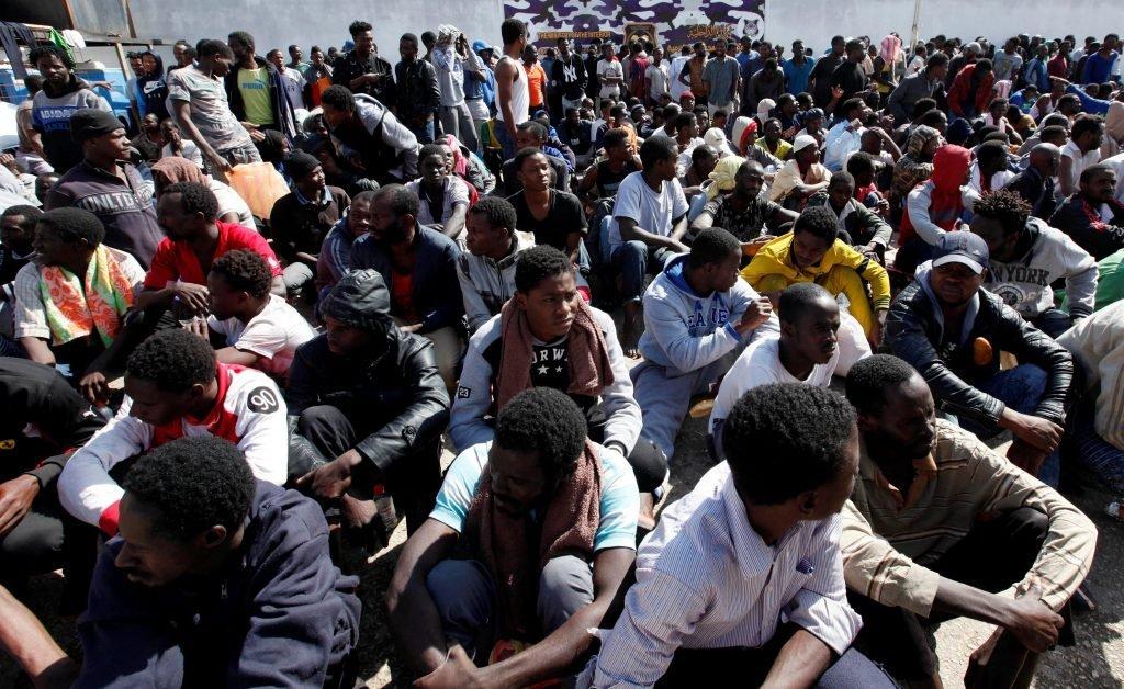 مهاجرون أفارقة في أحد مراكز الاحتجاز في العاصمة طرابلس، آذار/مارس2017. أرشيف
