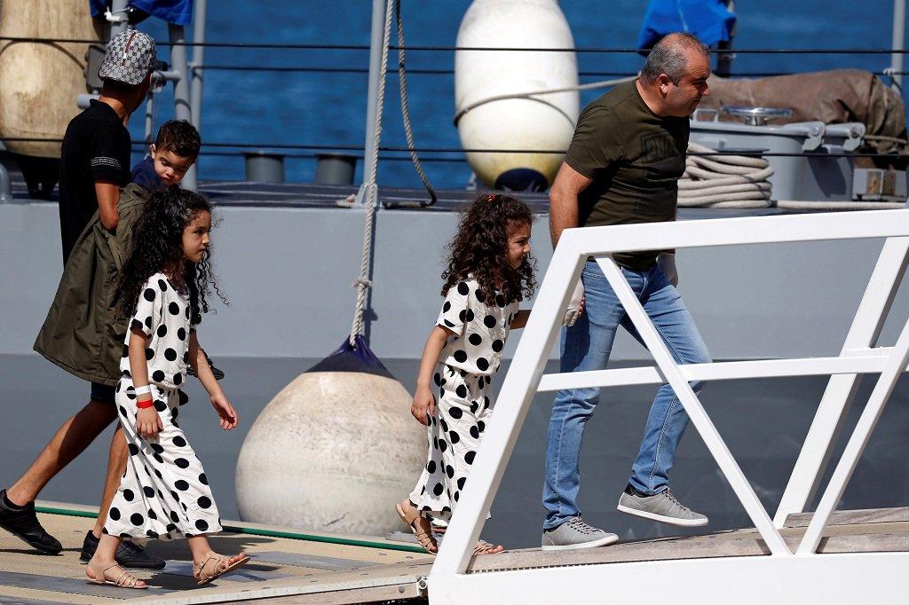 پناهجویان هنگام ورود به بندر والتا، ٣٠ سپتامبر  ٢٠١٨. عکس از  خبرگزاری رویترز