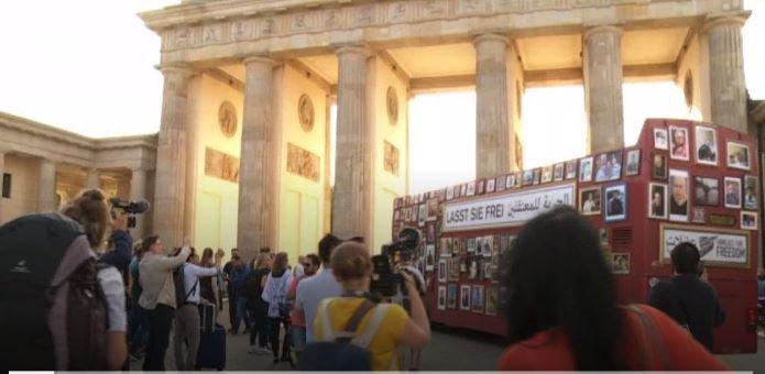 باص الحرية يتجول في برلين تذكيرا بالمعتقلين والمختفين في سوريا