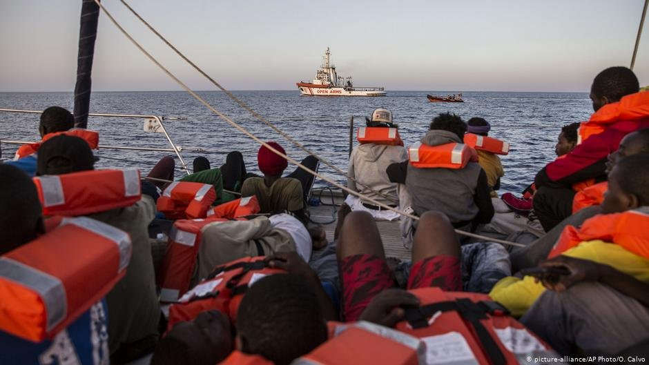 The EU Commissioner for Migration has challenged EU states to find a way of sharing migrants more equally around the continent | Photo: Picture-alliance / AP Photo / O. Calvo