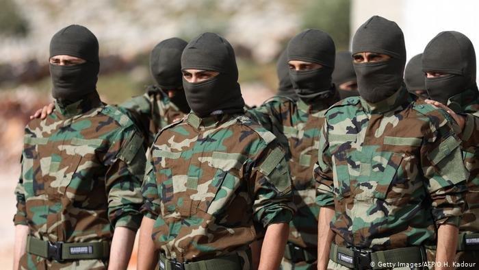 عاد الشاب السوري محمد النعيمي من برلين إلى إدلب لينضم إلى فصيل معارض يقاتل نظام الأسد