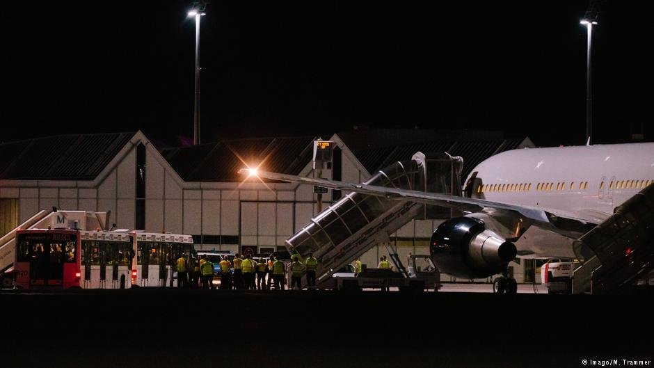 On Tuesday, August 14, 2018, another deportation flight to Afghanistan from Munich airport took place. | Credit: Imago, M. Trammer