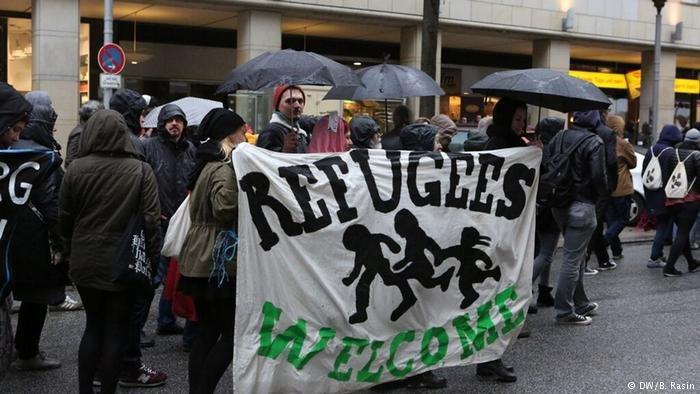 عکس: ارشیف/تظاهرات علیه اخراج پناهجویان افغان در هامبورگ/(DW/B. Rasin)