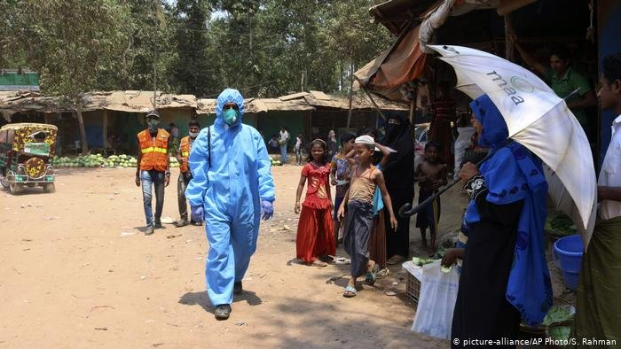 "picture-alliance/AP Photo/S. Rahman |تأكيد أول إصابة بفيروس كورونا المستجد في مخيم ""كوتوبالونغ"" الذي يسكنه نحو مليون إنسان من الروهينغا"