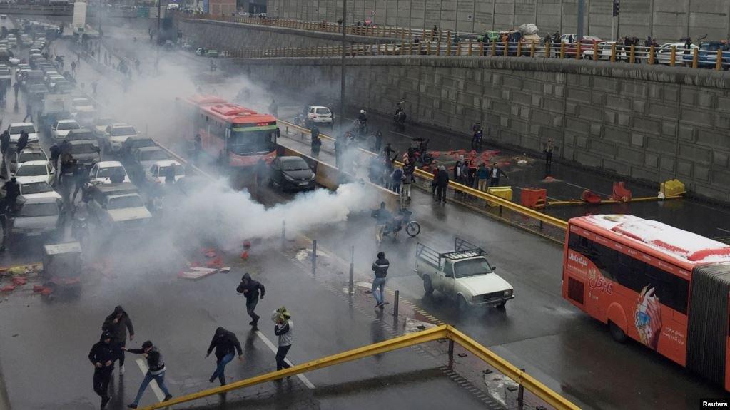 تهران کې د مظاهره کوونکو انځور. کرېډېټ: رویترز