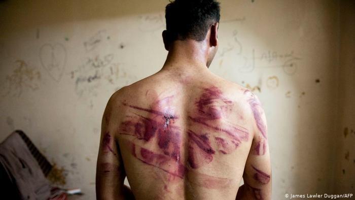 """تقرير """"حياة أشبه بالموت"""" يؤكد أن سوريا ليست آمنة للعودة."""
