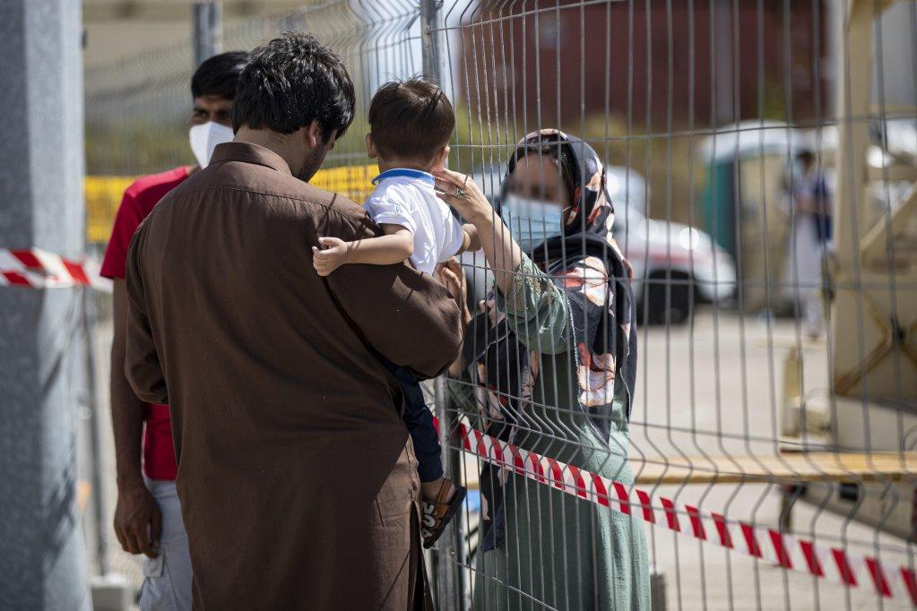 مركز استقبال اللاجئين الأفغان الذي ينظمه الصليب الأحمر في أفيتسانو في إيطاليا. المصدر: أنسا/ ماسيمو بيركوتزي.