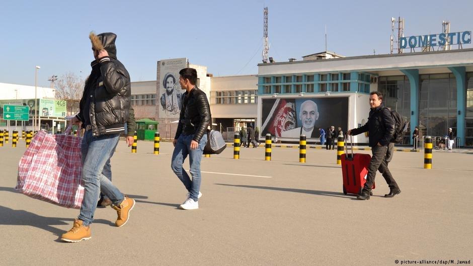 گروهی از مهاجران که به افغانستان اخراج شده اند