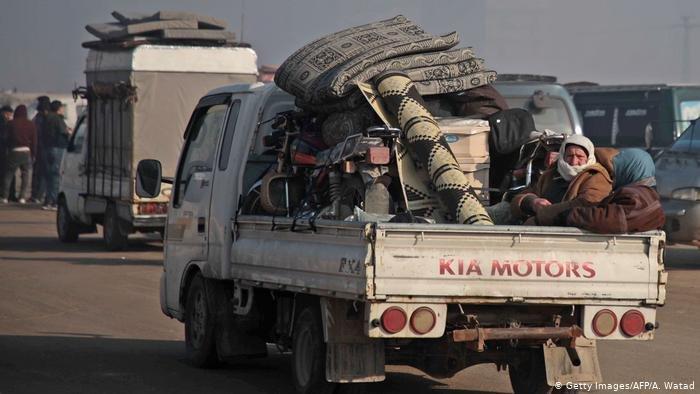 Getty Images/AFP/A. Watad |موجة نزوح من محافظة إدلب بسبب الغارات السورية والروسية.