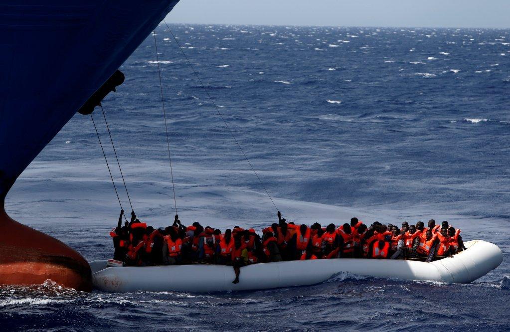 کشتی نجات مهاجران در مدیترانه. عکس از: رویترز.