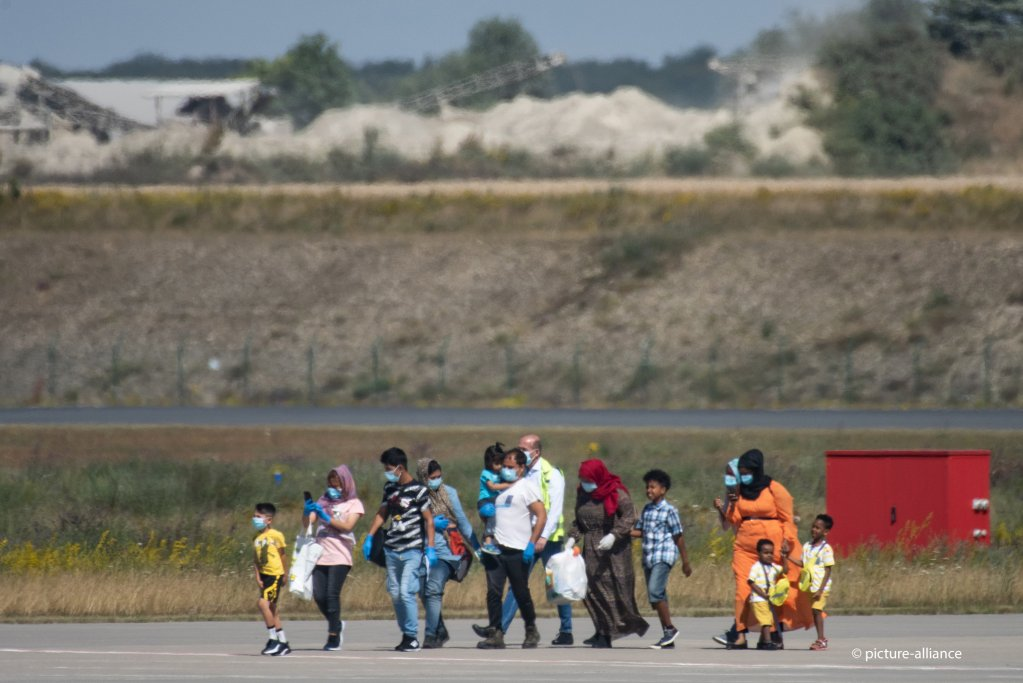 Migrants arrive at Kassel airport in Germany on July 24, 2020 from Greece. The German government agreed to bring a number of sick children and their families or guardians to be given shelter in Germany | Photo: picture-alliance/S. Pfoertner
