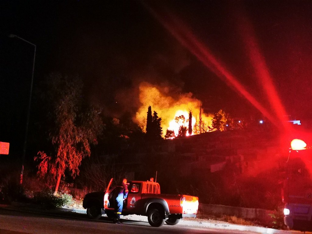 جانب من حريق مخيم فاثي على جزيرة ساموس، 19 أيلول\سبتمبر 2021. الصدر: ساموس24\تويتر