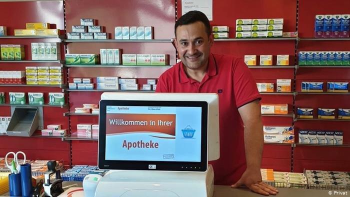 الصيدلاني السوري ضياء الضاحي سعيد بتعديل شهادته في ألمانيا