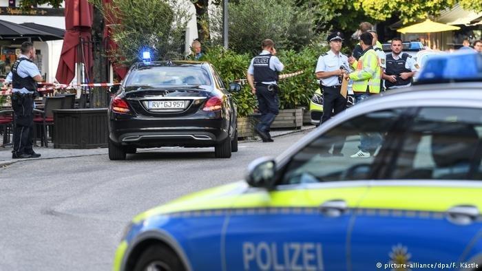 پلیس آلمان در حال کنترل شهر. عکس از: پکچر الیانس