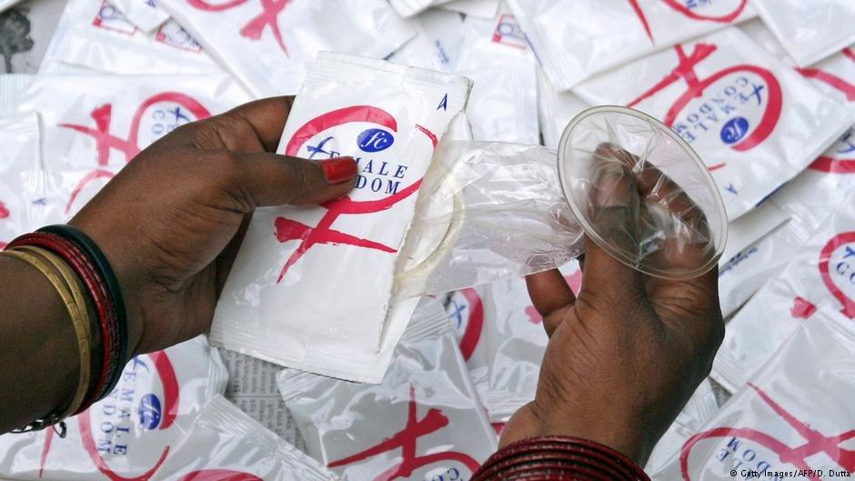 سازمان آلمانی همکاری در مبارزه با ایدز، ۳۵۰ هزار کاندوم را در اختیار اقامتگاهها و کمپهای اقامت مهاجران قرار میدهد.