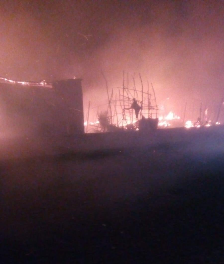 The fire that broke out in the shanty town in San Ferdinando, in the Gioia Tauro plain, Calabria, February 16, 2019. One person died | Photo: ANSA