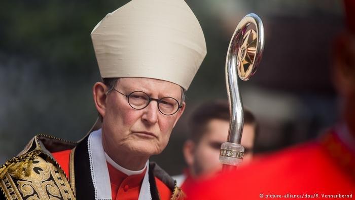 picture-alliance/dpa/R. Vennenbernd |الأسقف راينر ماريا فولكي (أرسيف)