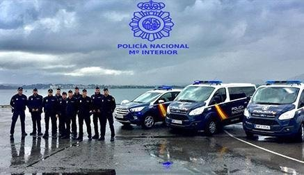 ansa / أفراد الشرطة في ميناء سانتاندر الإسباني. المصدر: شرطة سانتاندر.