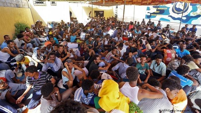 AFP/Getty Images/M. Turkia  أرشيف: مهاجرون غير قانونيين في طرابلس (سبتمبر/ ايلول 2018)
