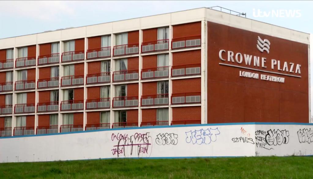Quelque 6 000 demandeurs d'asile sont hébergés dans des hôtels privés payés par le ministère des l'Intérieur, selon The Guardian. Crédit : Capture d'écran ITV News