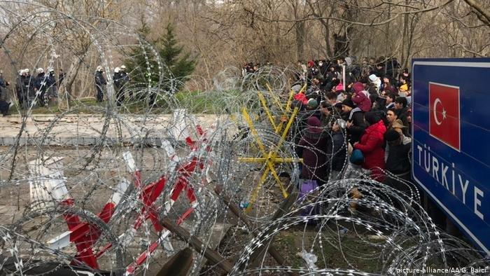رغم الهدوء النسبي على الحدود التركية اليونانية بعد التوترات، بدأت تركيا بإرسال اللاجئين إلى الحدود من جديد