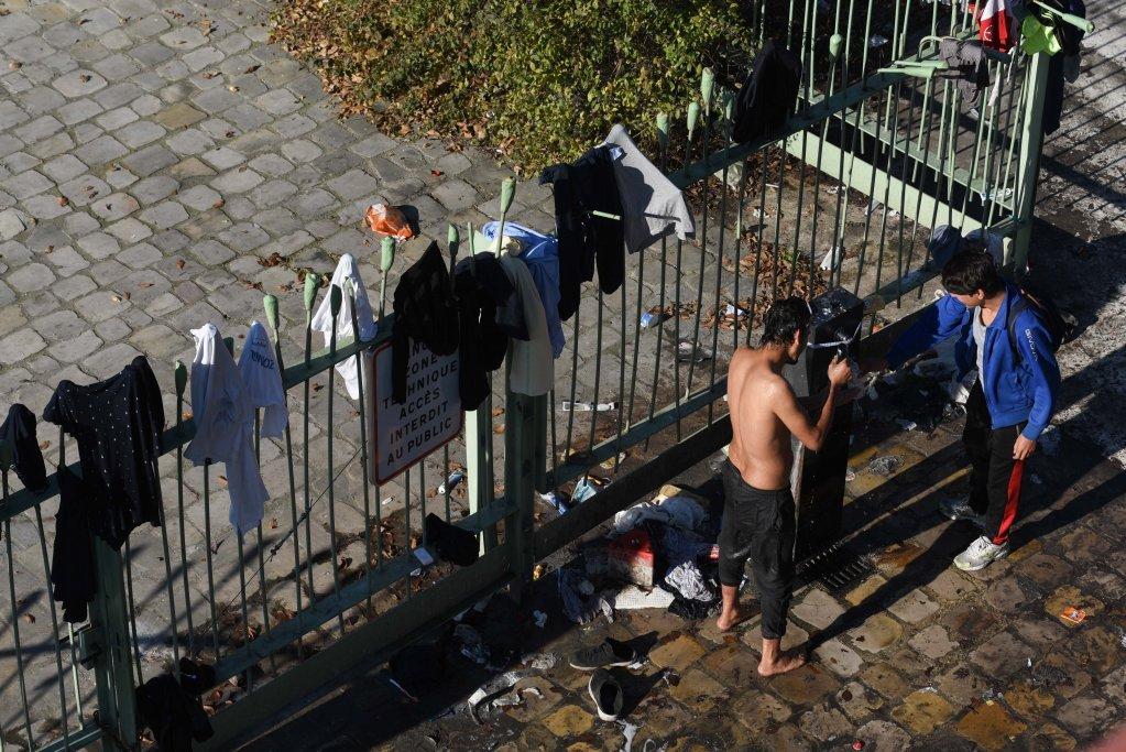 مهاجرون في مخيم سان دوني ، في ضواحي شمال باريس ،  نوفمبر 2020. المصدر: مهدي شبيل