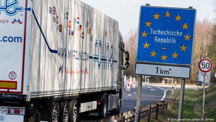 أرشيف: شاحنة قرب الحدود مع جمهورية التشيك