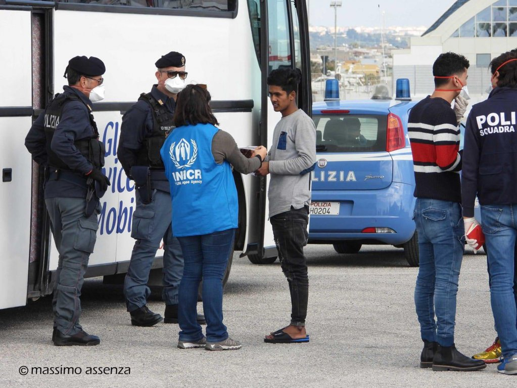 A migrant assisted by UNHCR personnel after landing in Pozzallo, Sicily | Photo: ANSA/Massimo Assenza