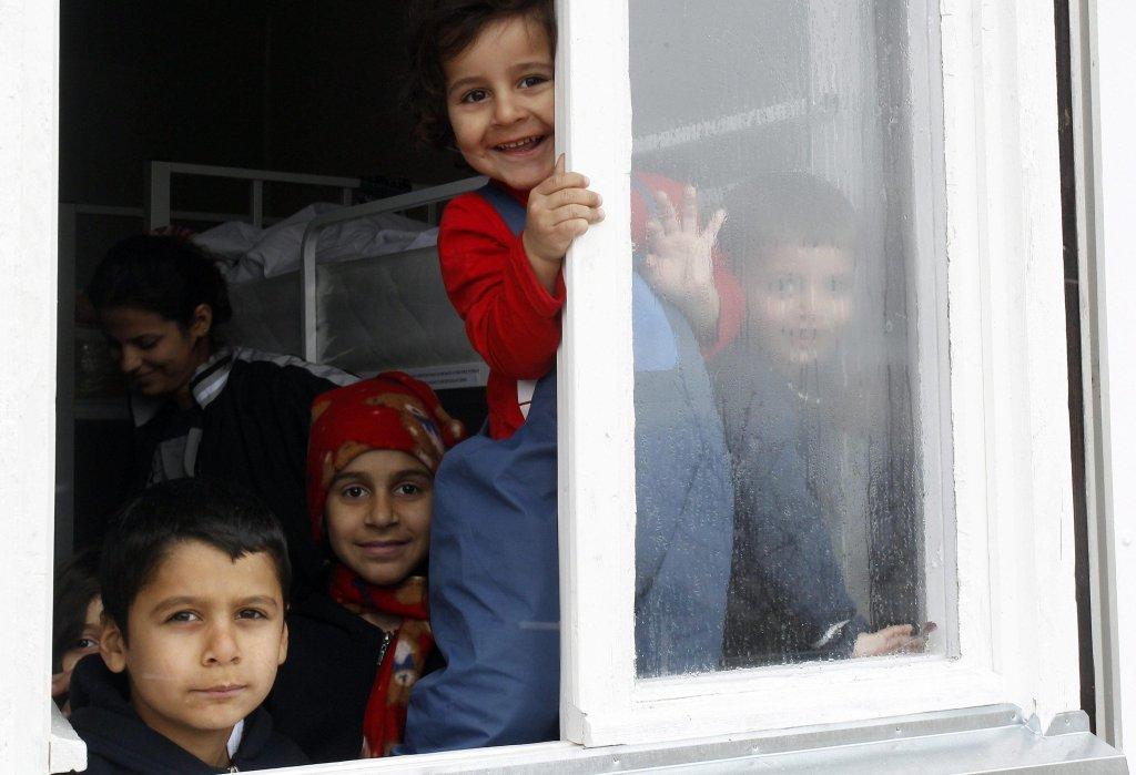 پیروت، صربستان، کودکان مهاجر از عراق و افغانستان در یکی از کمپ های پناهجویان، /عکس: EPA/DJORDJE SAVIC