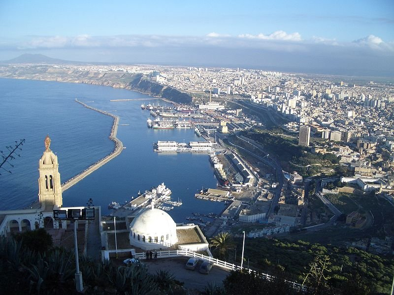 Wikipedia |Vue aérienne de la ville d'Oran.