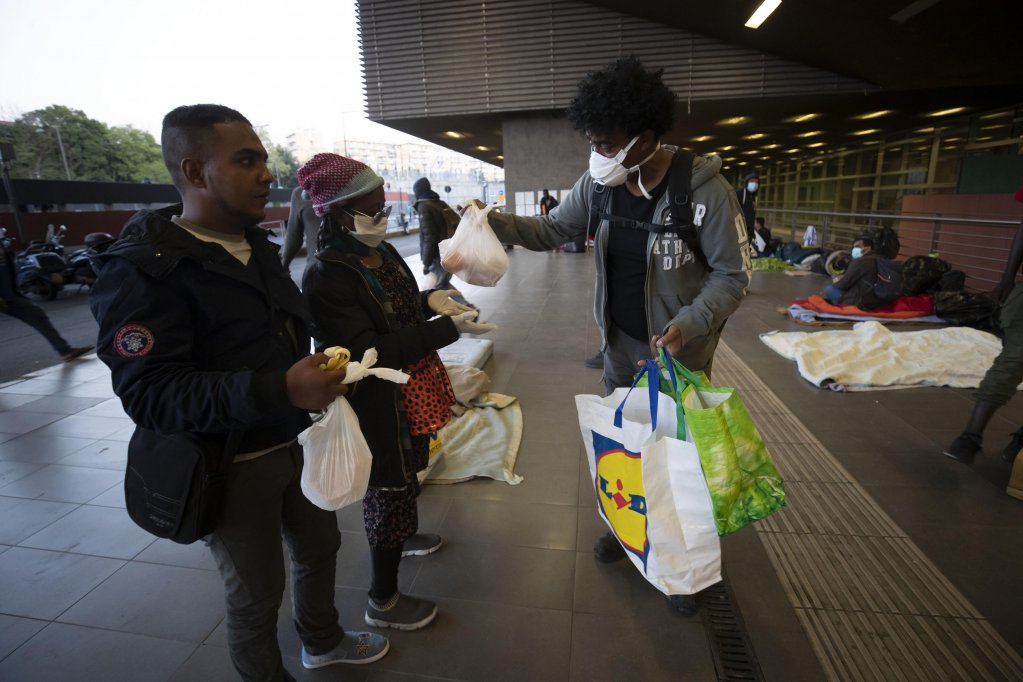 Volunteers of the Baobab association give food to migrants in front of the Tiburtina station in Rome | ANSA: MASSIMO PERCOSSI