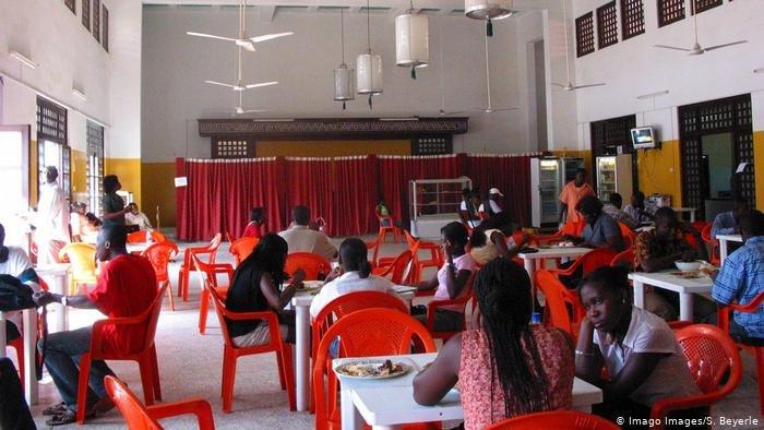 La cantine de l'Université du Ghana à Accra / Crédit : Imago Images/D. Delimont
