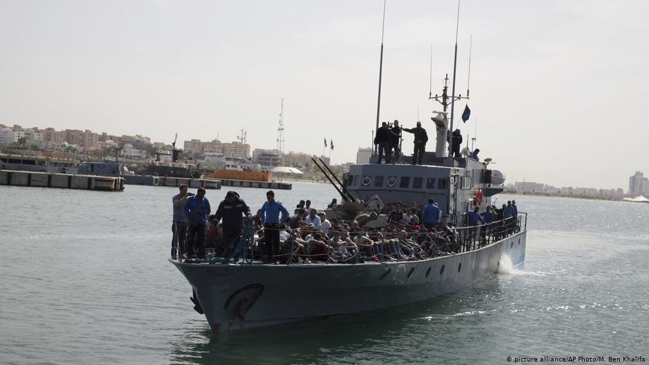 له ارشیف څخه د لیبیا د ساحلي ځواکونو له خوا نیول شوي مهاجر. کرېډېټ: پېکچر الاینز