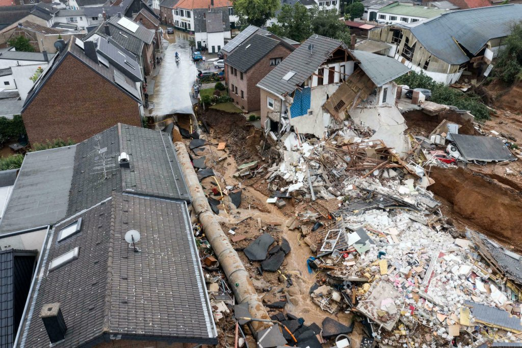 Vue aérienne d'une zone complètement détruite par les inondations dans le quartier Blessem d'Erftstadt, dans l'ouest de l'Allemagne, le 16 juillet 2021. Crédit : AFP