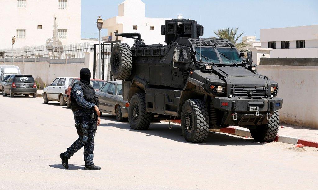 Des militaires à la frontière tuniso-libyenne dans la ville de Ben Gardane, le 16 avril 2019. Crédit : Reuters